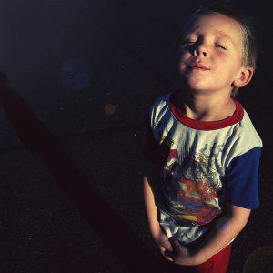 Enfant qui inspire