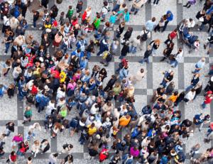 Image d'une foule vue en plan large