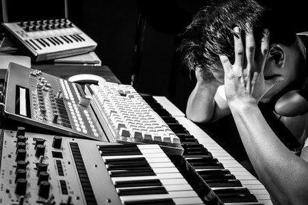 Image article 8 pires habitudes qui t'empêchent de progresser en production musicale